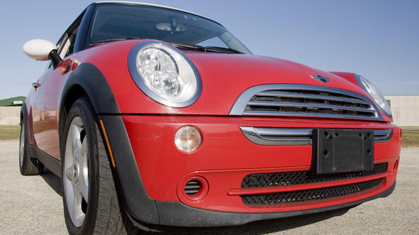 2006 Mini  2-Door 5-Speed Automatic presented as lot S15.1 at Kansas City, MO 2010 - image8