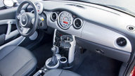 2006 Mini  2-Door 5-Speed Automatic presented as lot S15.1 at Kansas City, MO 2010 - thumbail image5