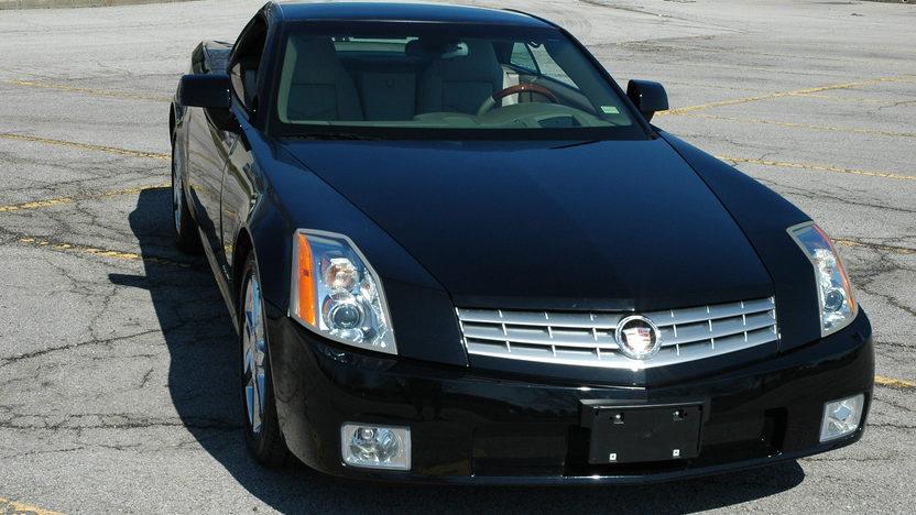 2005 Cadillac XLR Convertible presented as lot F114 at Kansas City, MO 2010 - image2