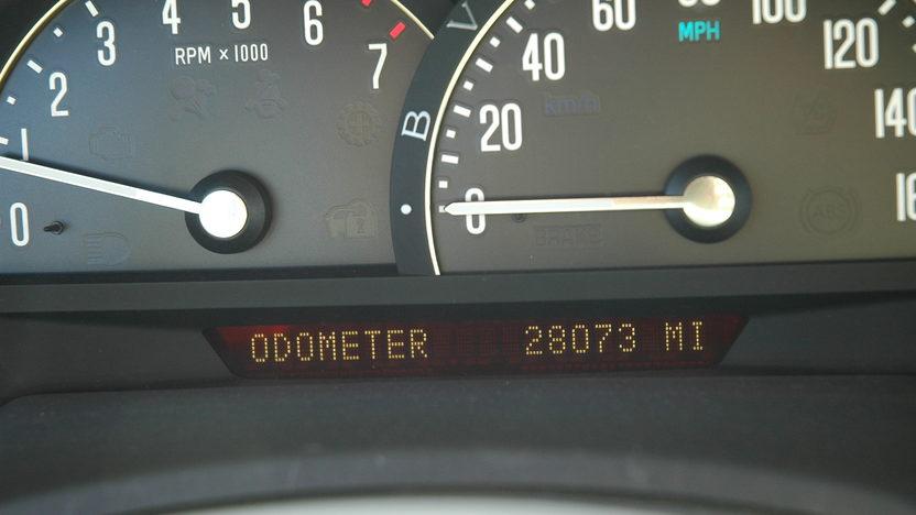 2005 Cadillac XLR Convertible presented as lot F114 at Kansas City, MO 2010 - image4