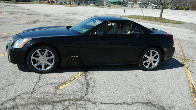 2005 Cadillac XLR Convertible presented as lot F114 at Kansas City, MO 2010 - image5