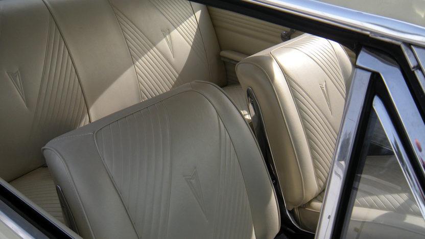 1965 Pontiac GTO 2-Door Hardtop 421/370 HP presented as lot F157 at Kansas City, MO 2010 - image3