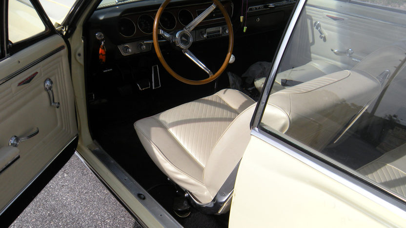 1965 Pontiac GTO 2-Door Hardtop 421/370 HP presented as lot F157 at Kansas City, MO 2010 - image4