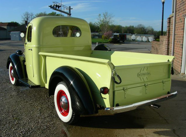 1937 International D2 1/2 Ton Pickup presented as lot F151 at Kansas City, MO 2012 - image7