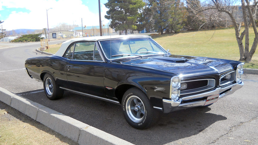 1966 Pontiac GTO Convertible 428/475 HP, 4-Speed presented as lot S194 at Kansas City, MO 2013 - image9