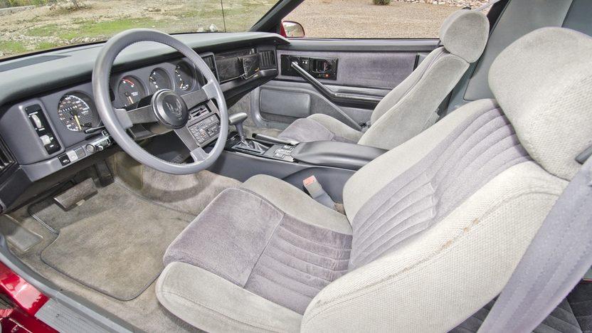 1986 Pontiac Trans Am 305 CI, Automatic presented as lot F117 at Kansas City, MO 2014 - image3