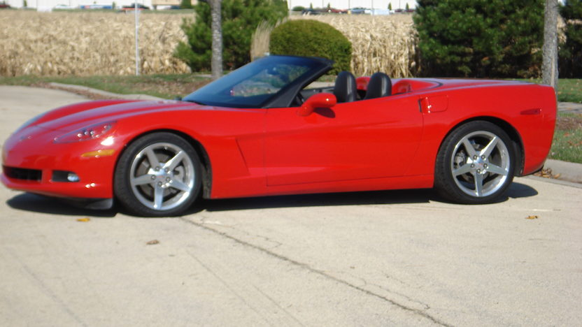 2005 Chevrolet Corvette Convertible LS2/400 HP, 6-Speed presented as lot F138 at Kansas City, MO 2009 - image2