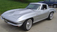 1964 Chevrolet Corvette Coupe 350/350 HP, 4-Speed presented as lot F159 at Kansas City, MO 2009 - thumbail image2