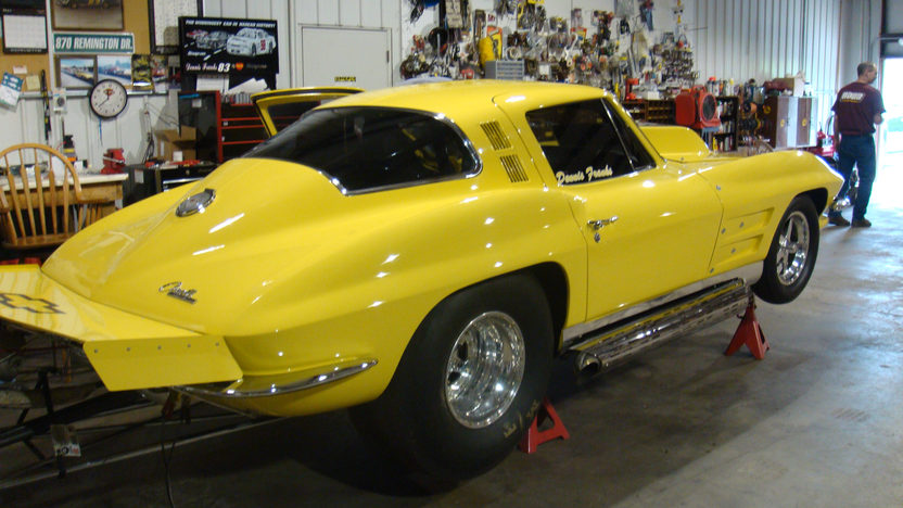 1964 Chevrolet Corvette Coupe 565/1000+ HP, Automatic presented as lot S146 at Kansas City, MO 2009 - image2