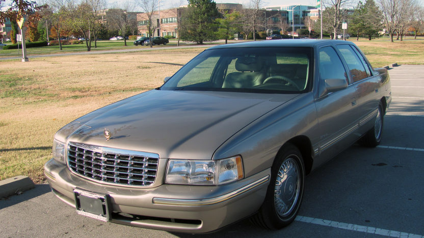1999 Cadillac Deville D'elegance 4-Door presented as lot T65 at Kansas City, MO 2011 - image5