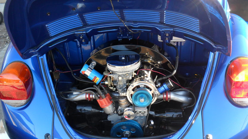 1973 Volkswagen Super Beetle Coupe 4-Speed presented as lot T68 at Kansas City, MO 2011 - image5