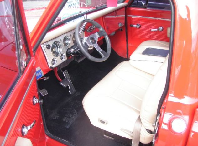 1969 GMC Short Bed Resto Mod 350 CI, Automatic presented as lot T69 at Kansas City, MO 2011 - image4