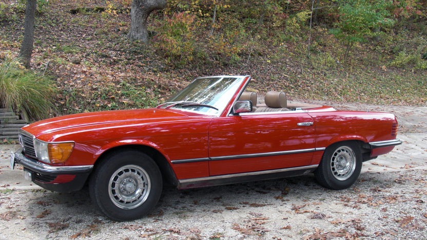 1982 Mercedes-Benz 380SL Convertible Automatic presented as lot T82 at Kansas City, MO 2011 - image2