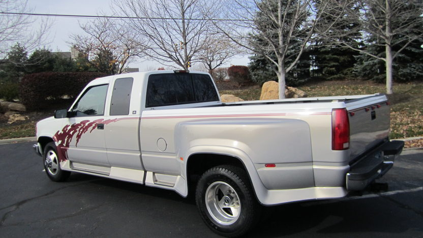 1995 Chevrolet C3500 Dually Regency Conversion 454 CI, Automatic presented as lot T92 at Kansas City, MO 2011 - image6