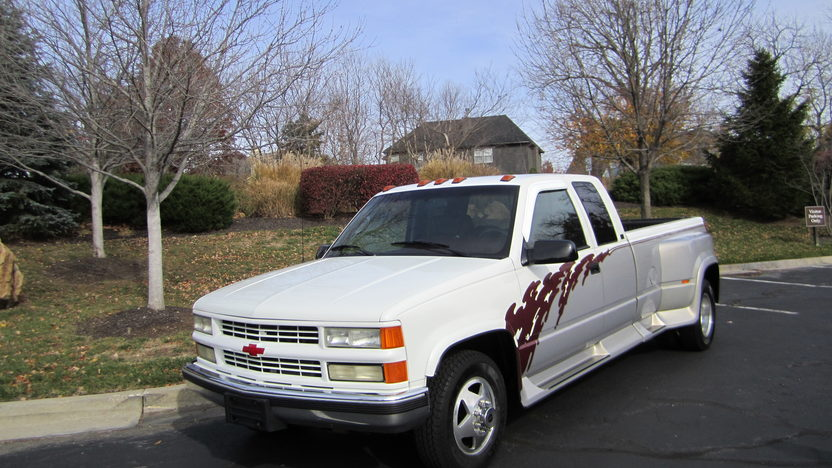 1995 Chevrolet C3500 Dually Regency Conversion 454 CI, Automatic presented as lot T92 at Kansas City, MO 2011 - image7