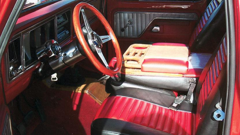 1979 Ford F150 Ranger Pickup 460 CI, 5-Speed presented as lot T110 at Kansas City, MO 2011 - image4
