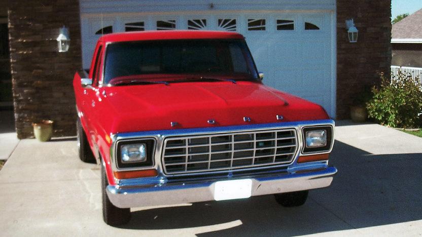 1979 Ford F150 Ranger Pickup 460 CI, 5-Speed presented as lot T110 at Kansas City, MO 2011 - image8