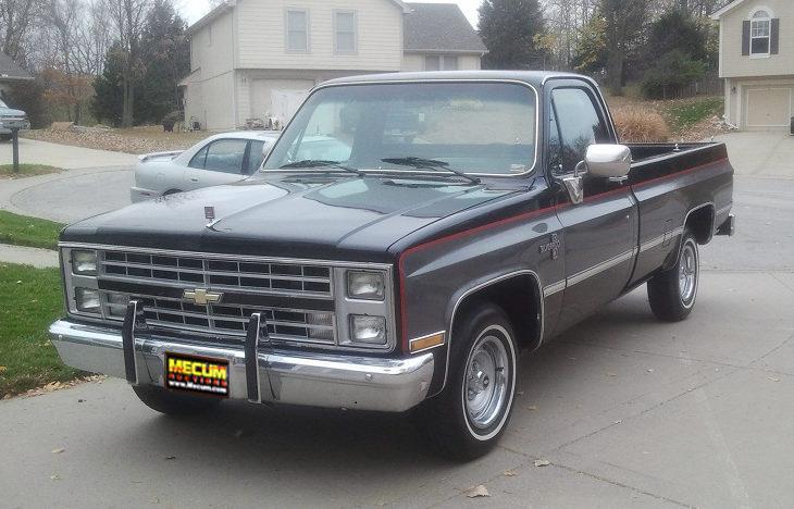 1986 Chevrolet Silverado Pickup presented as lot T131 at Kansas City, MO 2011 - image2