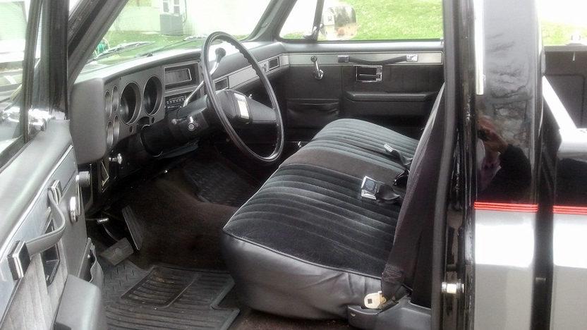 1986 Chevrolet Silverado Pickup presented as lot T131 at Kansas City, MO 2011 - image3