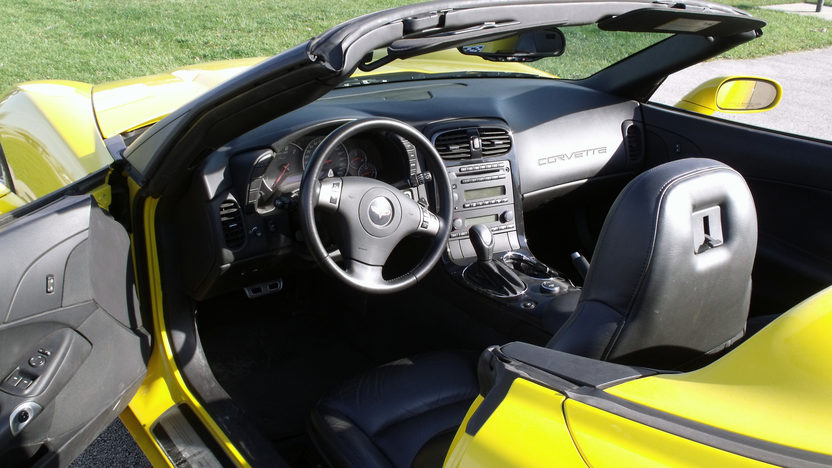2009 Chevrolet Corvette Convertible presented as lot T143 at Kansas City, MO 2011 - image4