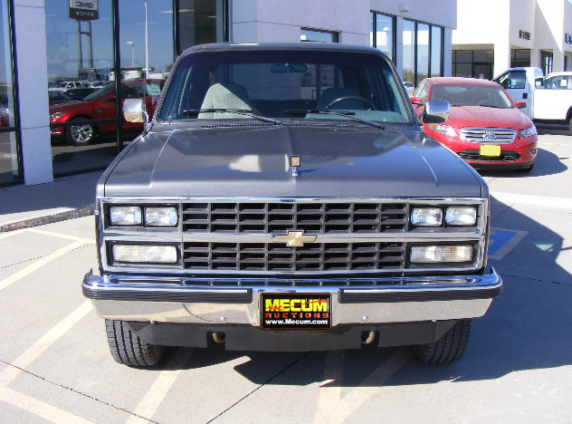 1990 Chevrolet K5 Blazer 350 CI, Automatic presented as lot T155 at Kansas City, MO 2011 - image2