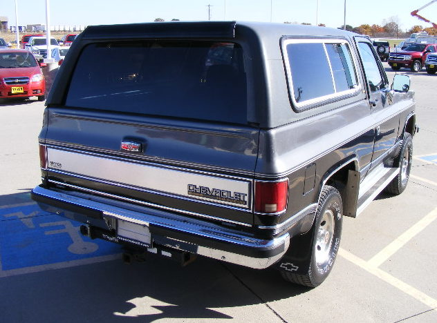 1990 Chevrolet K5 Blazer 350 CI, Automatic presented as lot T155 at Kansas City, MO 2011 - image4