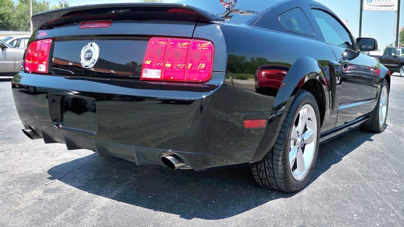 2009 Ford Mustang GT Coupe presented as lot T175 at Kansas City, MO 2011 - image2
