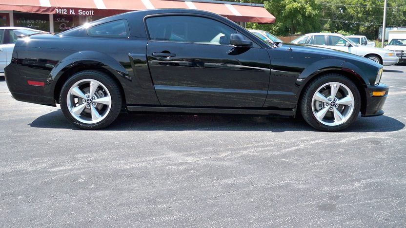 2009 Ford Mustang GT Coupe presented as lot T175 at Kansas City, MO 2011 - image6