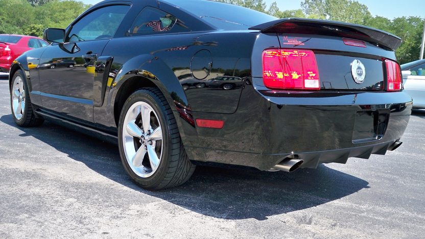 2009 Ford Mustang GT Coupe presented as lot T175 at Kansas City, MO 2011 - image7