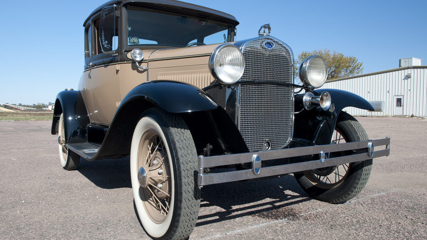 1930 Ford Deluxe Coupe 200 CI, 3-Speed presented as lot T186 at Kansas City, MO 2011 - image2