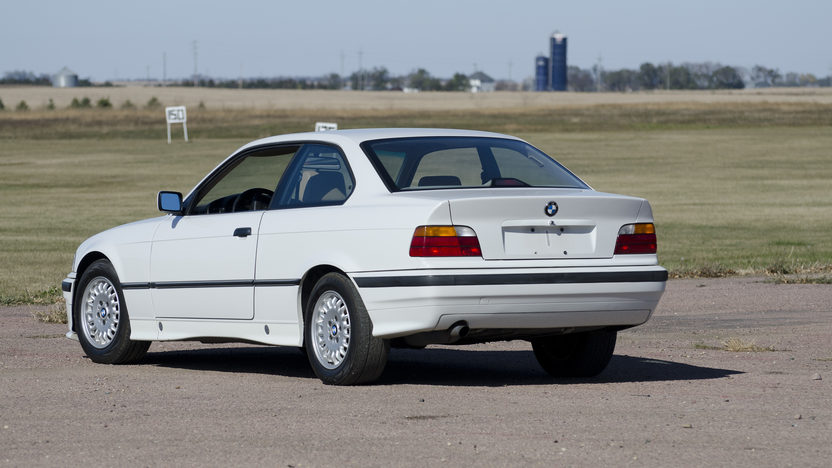 1994 BMW 318is Coupe 5-Speed presented as lot T190 at Kansas City, MO 2011 - image2