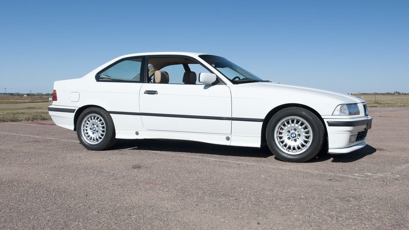 1994 BMW 318is Coupe 5-Speed presented as lot T190 at Kansas City, MO 2011 - image3