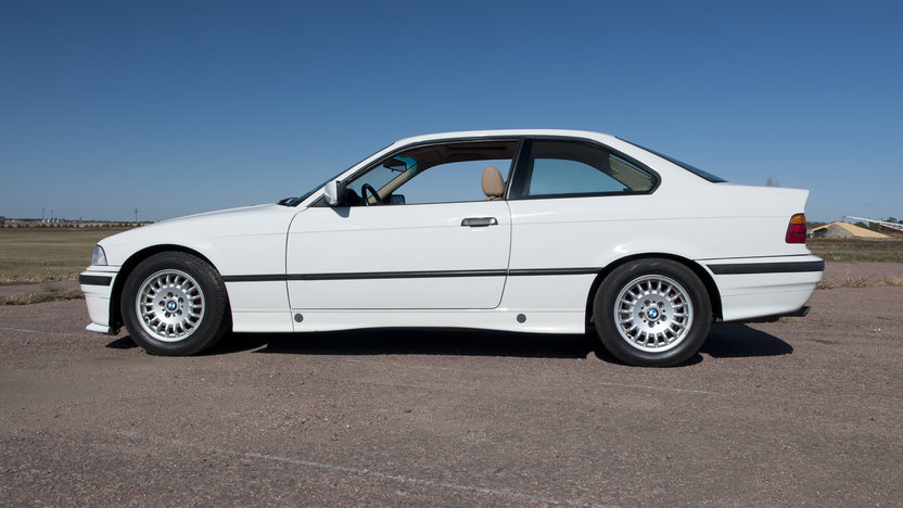 1994 BMW 318is Coupe 5-Speed presented as lot T190 at Kansas City, MO 2011 - image8