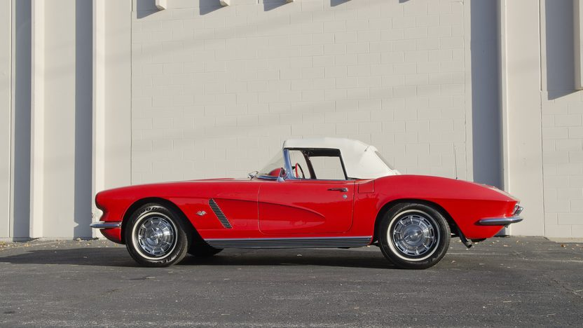 1962 Chevrolet Corvette 327/300 HP, 4-Speed presented as lot S82.1 at Kansas City, MO 2011 - image2