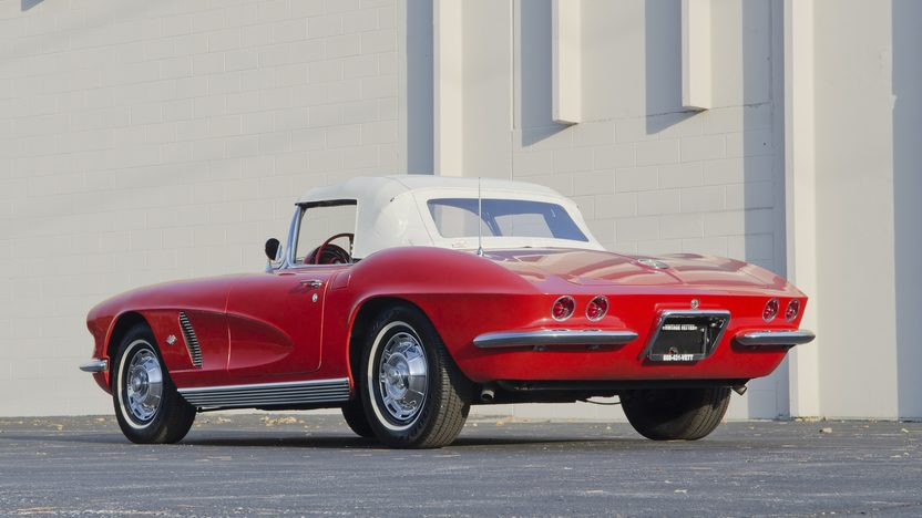 1962 Chevrolet Corvette 327/300 HP, 4-Speed presented as lot S82.1 at Kansas City, MO 2011 - image3