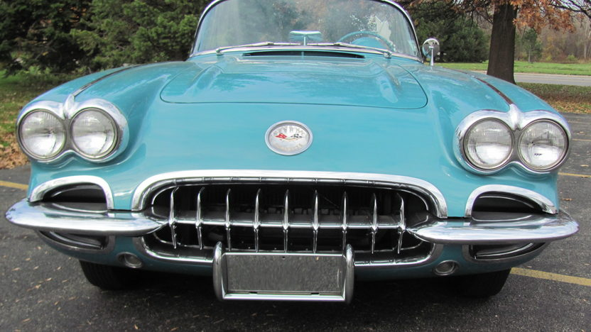 1960 Chevrolet Corvette Convertible presented as lot T211 at Kansas City, MO 2011 - image2