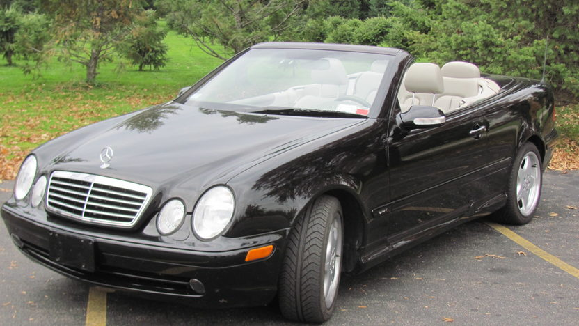 2002 Mercedes-Benz CLR 320 Sport Convertible Automatic presented as lot T213 at Kansas City, MO 2011 - image2