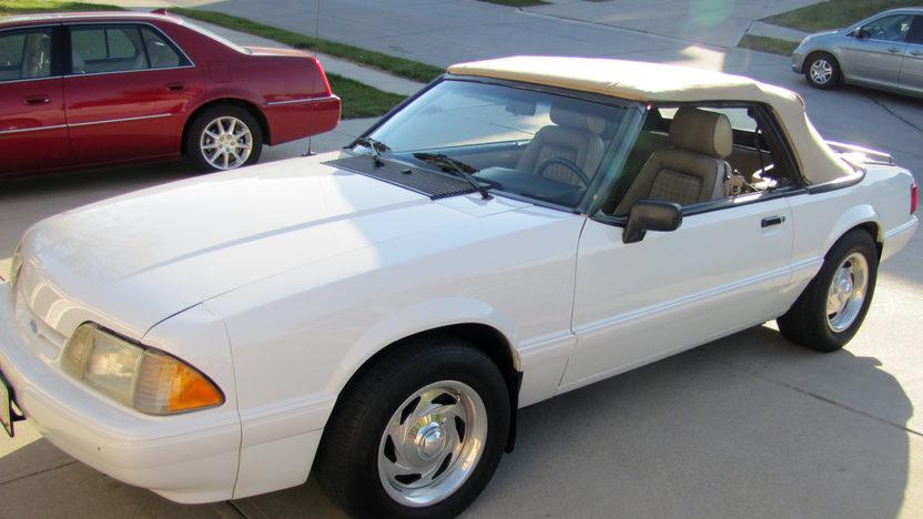 1989 Ford Mustang LX Convertible 5.0L, Automatic presented as lot T215 at Kansas City, MO 2011 - image6
