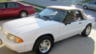 1989 Ford Mustang LX Convertible 5.0L, Automatic presented as lot T215 at Kansas City, MO 2011 - thumbail image6