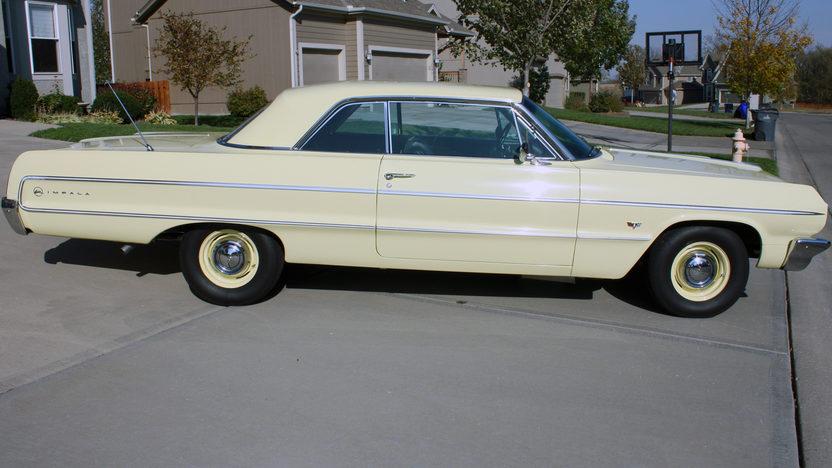 1964 Chevrolet Impala 2-Door Hardtop 350/300 HP, 4-Speed presented as lot T216 at Kansas City, MO 2011 - image2