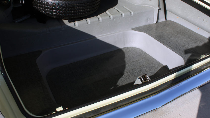 1964 Chevrolet Impala 2-Door Hardtop 350/300 HP, 4-Speed presented as lot T216 at Kansas City, MO 2011 - image5