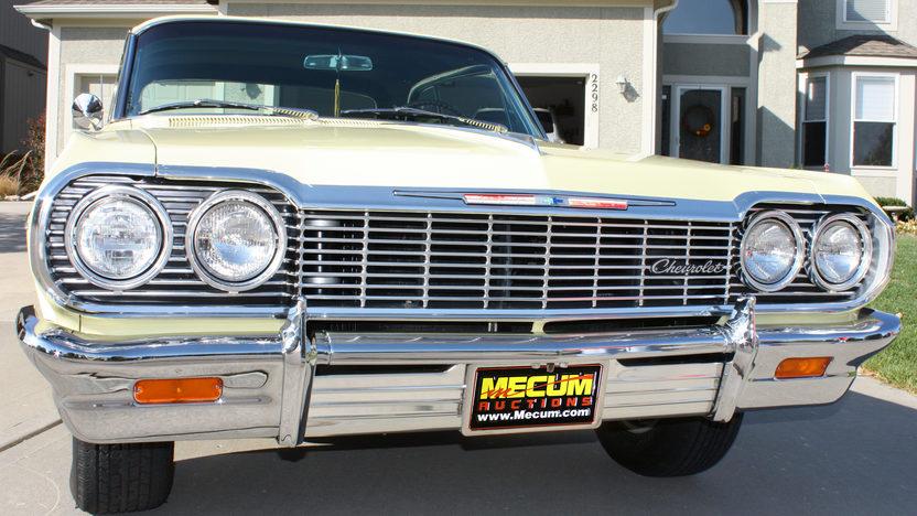 1964 Chevrolet Impala 2-Door Hardtop 350/300 HP, 4-Speed presented as lot T216 at Kansas City, MO 2011 - image8