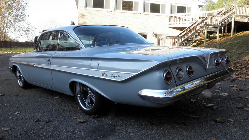1961 Chevrolet Impala Bubble Top 409/350 HP, 4-Speed presented as lot T219 at Kansas City, MO 2011 - image2