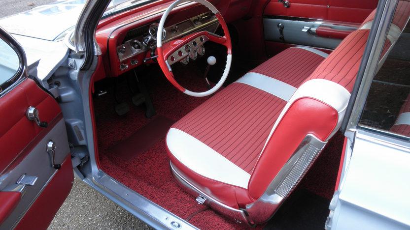1961 Chevrolet Impala Bubble Top 409/350 HP, 4-Speed presented as lot T219 at Kansas City, MO 2011 - image4