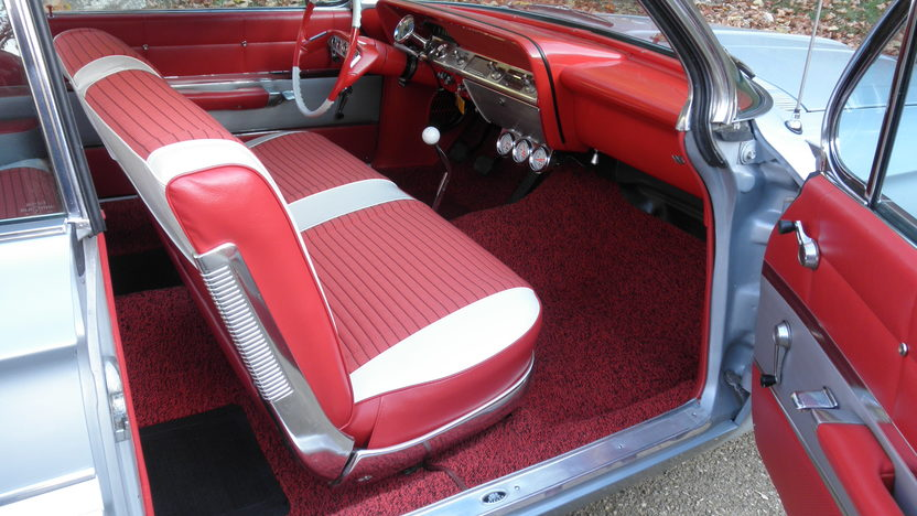 1961 Chevrolet Impala Bubble Top 409/350 HP, 4-Speed presented as lot T219 at Kansas City, MO 2011 - image5