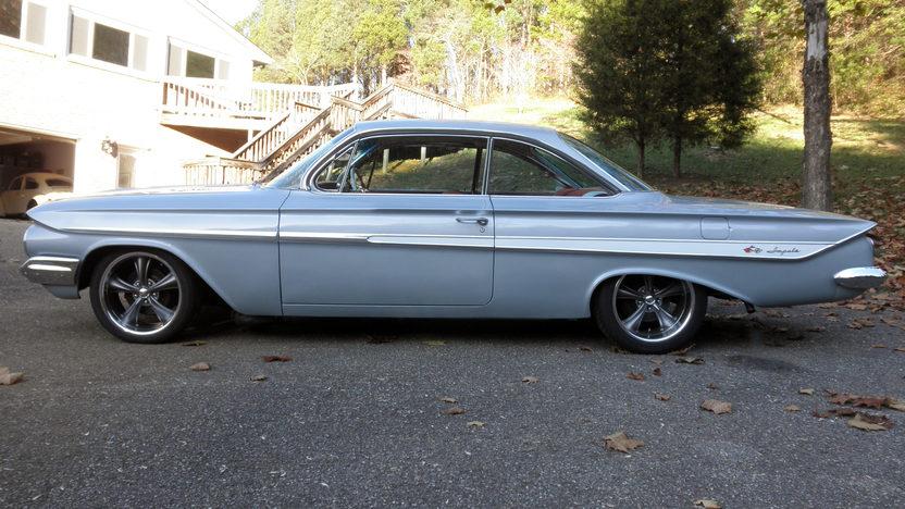 1961 Chevrolet Impala Bubble Top 409/350 HP, 4-Speed presented as lot T219 at Kansas City, MO 2011 - image9