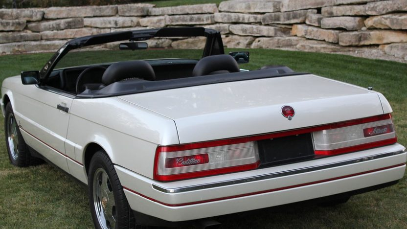 1990 Cadillac Allante 2-Door presented as lot T240 at Kansas City, MO 2011 - image5