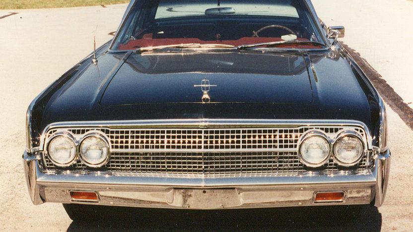 1963 Lincoln Continental 4-Door Sedan 430 CI, Automatic presented as lot F20 at Kansas City, MO 2011 - image4