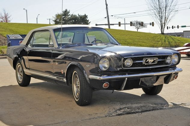 1966 Ford Mustang 289 CI, Automatic presented as lot F29 at Kansas City, MO 2011 - image5