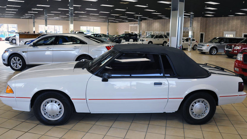 1992 Ford Mustang Convertible 2.3L, Automatic presented as lot F34 at Kansas City, MO 2011 - image2
